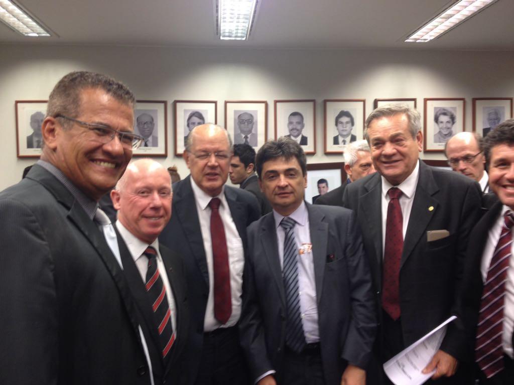 O presidente da Febrafite, Roberto Kupski, acompanhado do vice-presidente da Federação, Lirando de Azevedo Jacundá, acompanharam a apresentação da proposta na comissão.