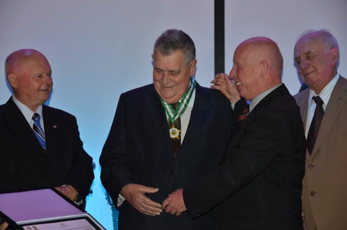 Arnaldo Faria de Sá (PTB-SP) recebeu a homenagem do presidente da Febrafite, Roberto Kupski