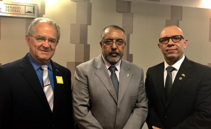 Os diretores Juracy Soares Júnior (Tributário) e Antônio Pereira (Legislativo) representaram a Febrafite na audiência presidida pelo senador Paulo Paim (PT-RS)